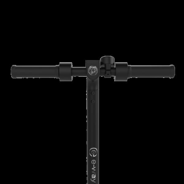 E-WAY-E-250-sahkopotkulauta led-valo edessä ja jarruvalona